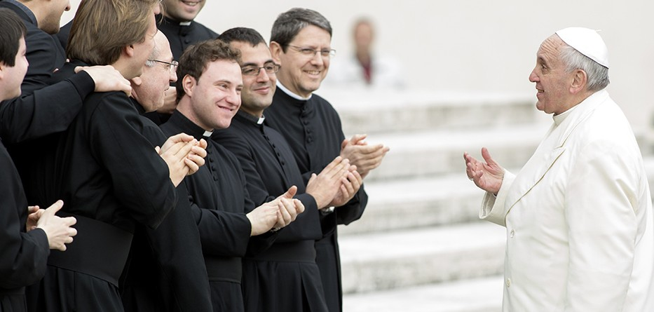 Pope-Francis-priests960445-933x445
